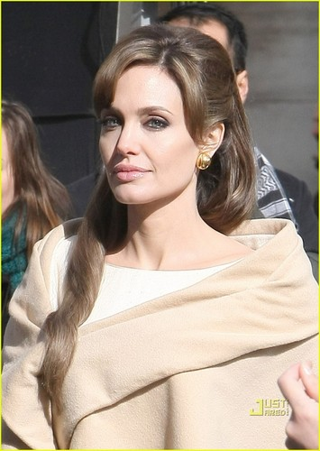 Angelina Jolie wallpaper entitled Angelina Jolie on the set of new movie