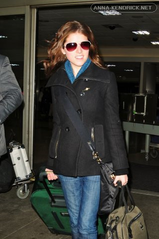 Arriving in LAX after attending the BAFTA's in 伦敦 [2/23/10]