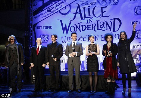 Cast of Tim Burton's 'Alice In Wonderland' @ the 팬 Event in California