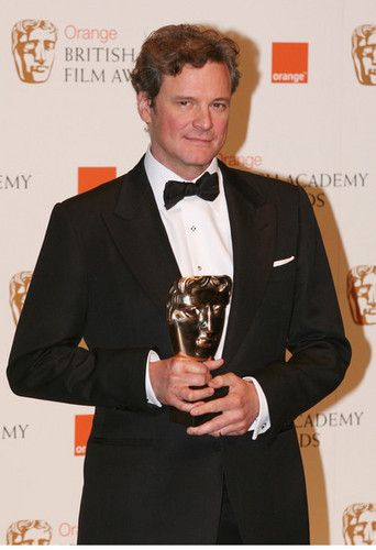 Colin Firth at the trái cam, màu da cam British Film Awards 2010