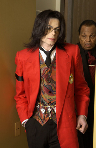 DONT u JUST LOVE THIS BEAUTIFUL PERSON? :D<3 HE DRESSES SOOOO WELL OMG! SEXY DRESS SENSE!!!!!!<3