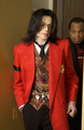 DONT YOU JUST LOVE THIS BEAUTIFUL PERSON? :D<3 HE DRESSES SOOOO WELL OMG! SEXY DRESS SENSE!!!!!!<3 - michael-jackson photo