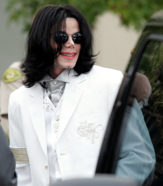 DONT YOU JUST LOVE THIS BEAUTIFUL PERSON? :D<3 HE DRESSES SOOOO WELL OMG! SEXY DRESS SENSE!!!!!!<3