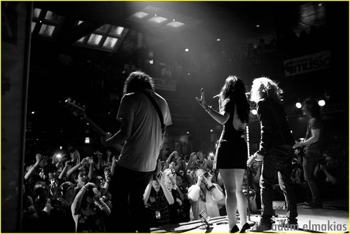 Demi with We The Kings
