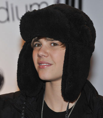Events > 2010 > February 22nd - Justin Bieber Meets fans At Citadium In Paris