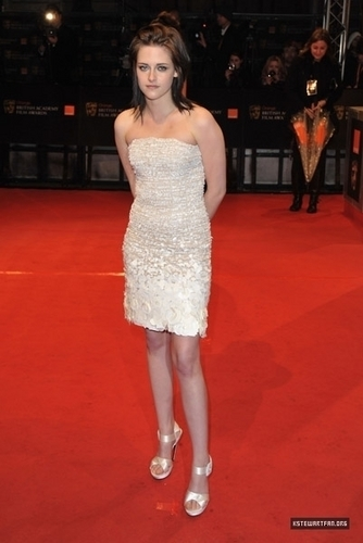 First Pics of Kristen Stewart in Bafta's awards!