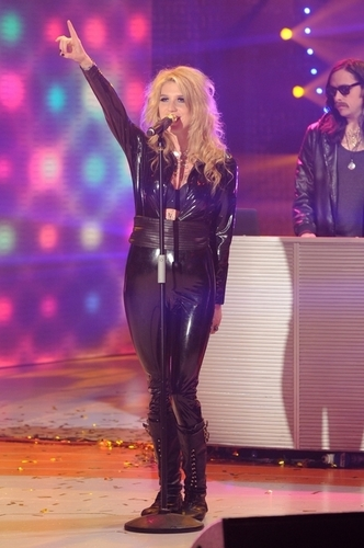 Ke$ha performing live on Quelli che il Calcio