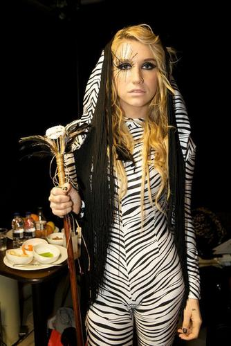 Ke$ha's Super Secret 显示 照片