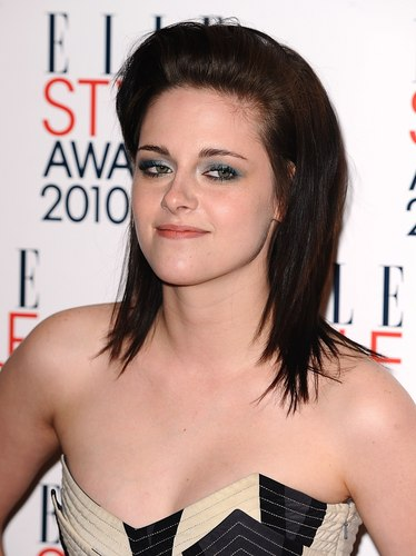 """Kristen Stewart wins """"Woman of the Year"""" award at ELLE Style Awards 2010"""