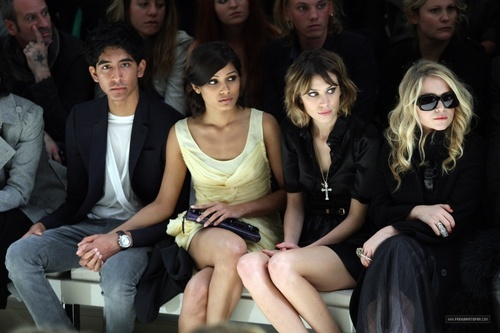 লন্ডন Fashion Week Spring/Summer 2010 - burberry Front Row