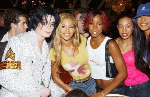 Mike And The Ladies - michael-jackson photo