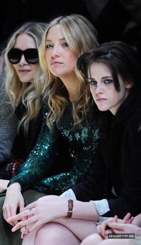 New Pictures of Kristen Stewart During The burberry Prorsum প্রদর্শনী
