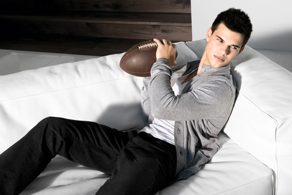 "New Taylor ""Playing football"" pictures from ""Star Ambassador"" !!!"