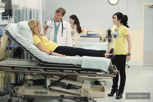 Sonny With A Chance kertas dinding called Sonny With a Chance - 2x01 Walk A Mile In My Pants Stills