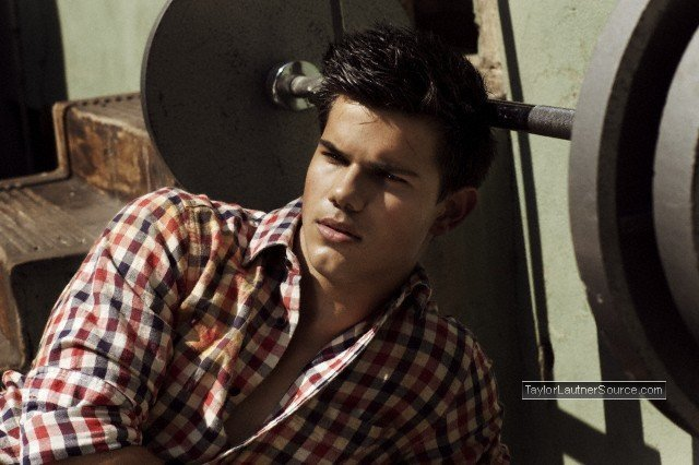 http://images2.fanpop.com/image/photos/10500000/Taylor-Men-s-Health-Outtakes-taylor-lautner-10599372-640-426.jpg
