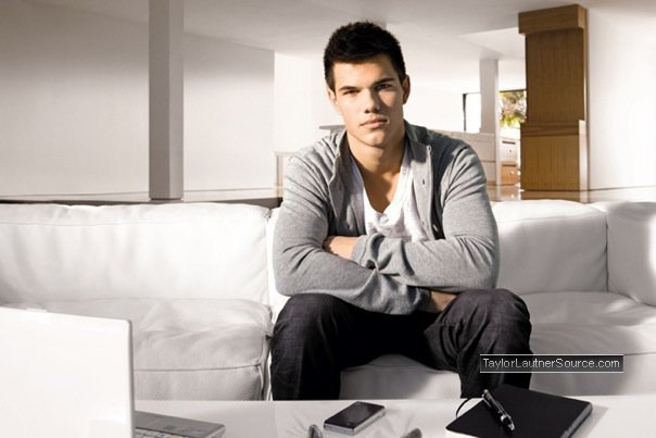 http://images2.fanpop.com/image/photos/10500000/Taylor-Star-Ambassador-Promoshoot-taylor-lautner-10589973-604-403.jpg