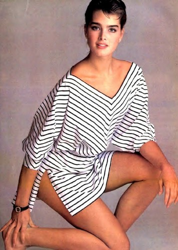 brooke shields fondo de pantalla titled earned her stripes