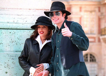 http://images2.fanpop.com/image/photos/10500000/mj-lisa-michael-jackson-and-lisa-marie-10578100-420-300.jpg