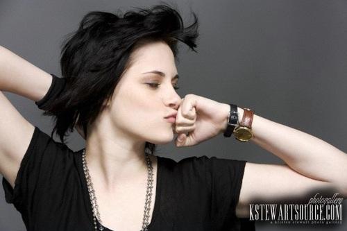 thêm EW outtakes of Kristen