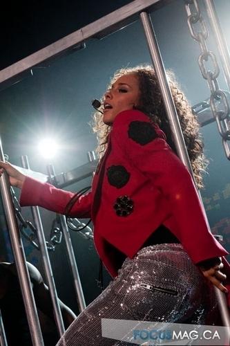 Alicia Keys live at گھنٹی, بیل Centre