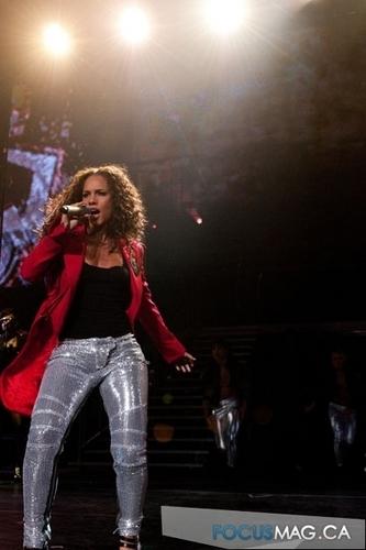 Alicia Keys live at घंटी, बेल Centre