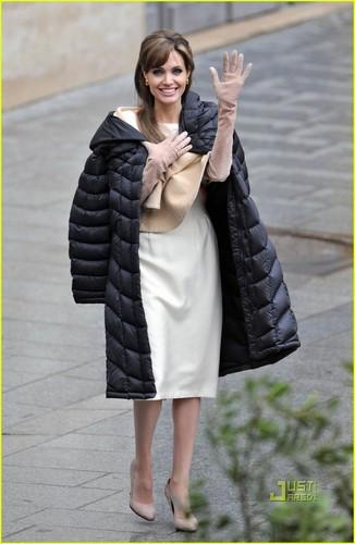 Angelina jolie on the set of the tourist!!