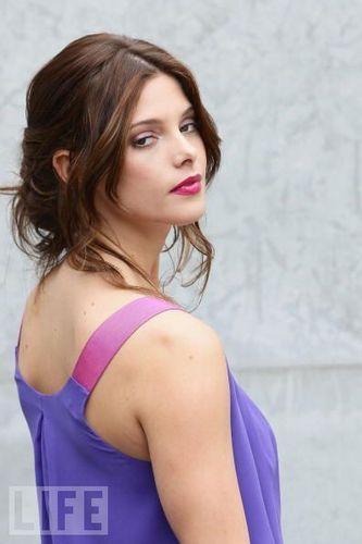 Ashley Greene attends Giorgio Armani Fashion mostra