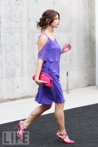 Ashley Greene attends Giorgio Armani Fashion hiển thị