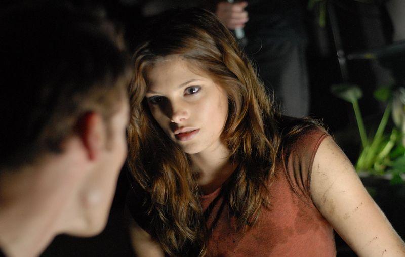 ეშლი გრინი // Ashley Greene - Page 2 Ashley-Greene-horror-actresses-10687802-800-508