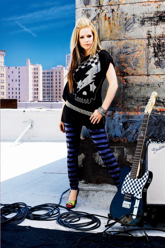 Avril Lavigne (this is my desktop backround)