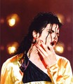 Awh, he's bleeding :( - michael-jackson photo