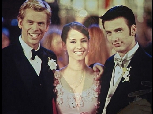 chyler leigh and chris evans dating Not another teen movie wasps quarterback jake wyler (chris evans) is the most popular guy in class janey briggs (chyler leigh).