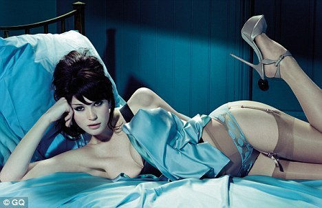 Gemma Arterton karatasi la kupamba ukuta titled Gemma Arterton | GQ UK (April 2010)