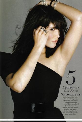 Gemma Arterton Hintergrund entitled Glamour USA - March 2010