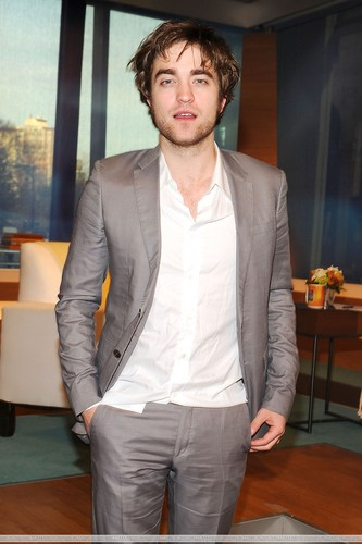 HQ Pictures of Rob on The Early Show