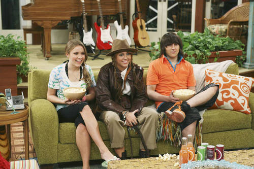 Loliver hình nền entitled Hannah Montana stills-season 3