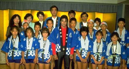 日本 Visit: 1987
