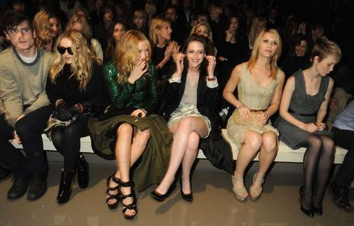 Kate at Burberry's Fall/Winter 跑道 显示 2010 (Feb 23rd)