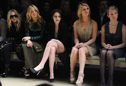 Kate at Burberry's Fall/Winter 滑走路 表示する 2010 (Feb 23rd)