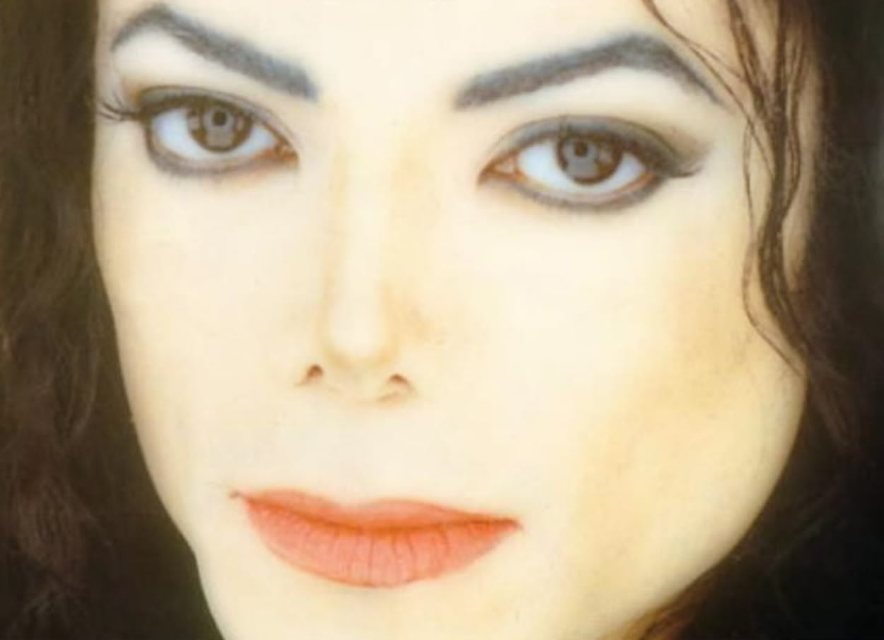 Large, Mesmerizing Eyes - michael-jackson photo