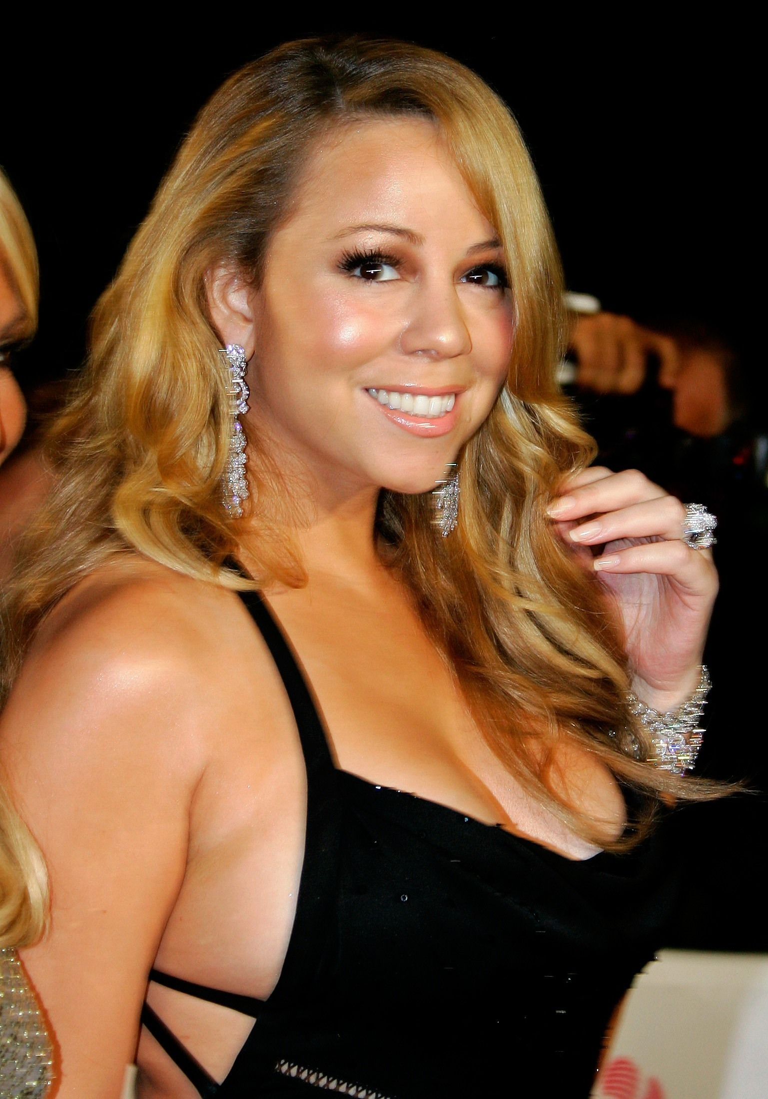 Mariah Carey enseña los pechotes por accidente en
