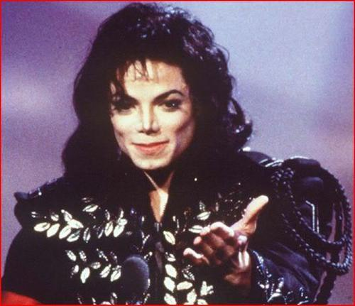 MICHAEL YOU ARE BEAUTIFUL!!! I LOVE YOU MORE THAN LIFE <3333