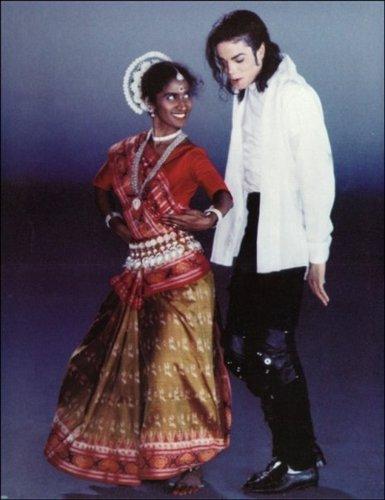 MJ B या W