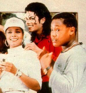 Michael-Jackson-michael-jackson-10667104-297-320.jpg