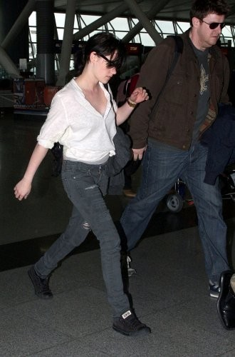 New 사진 of KStew leaving NYC