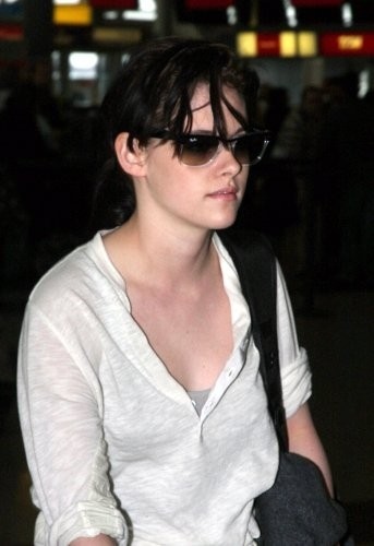 New picha of KStew leaving NYC