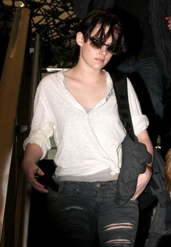 New fotografias of KStew leaving NYC