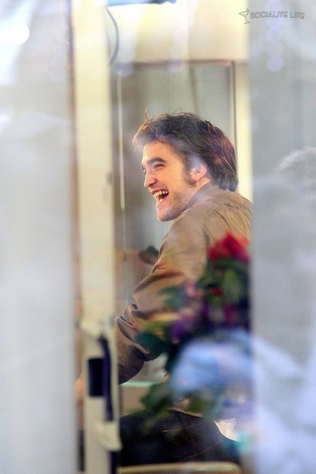 New Pictures of Robert Pattinson Leaving the 'Today Show'