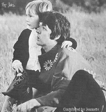 Paul McCartney Обои entitled Paul & Julian
