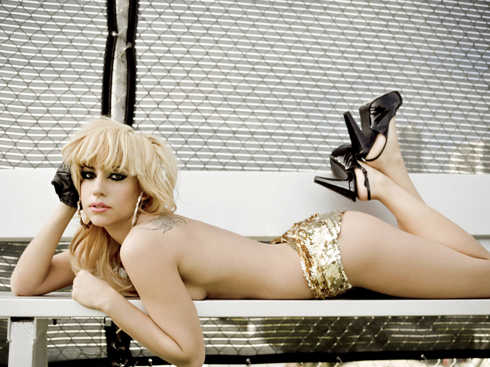 http://images2.fanpop.com/image/photos/10600000/Sexy-Lady-Gaga-Wallpaper-lady-gaga-10606475-1600-1200.jpg